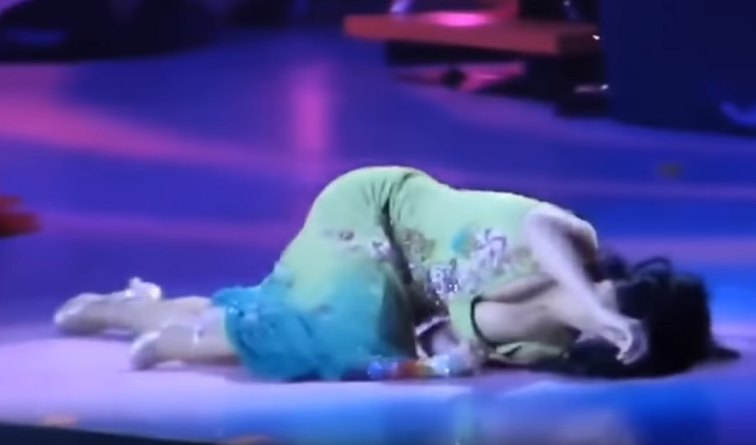 Katy Perry Collapses on Stage When MK Ultra Mind Control ...